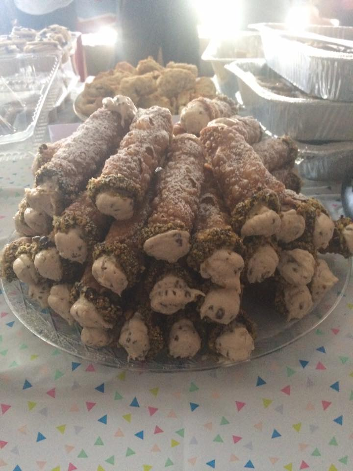 Just a heaping plate of Vegan Cannoli!