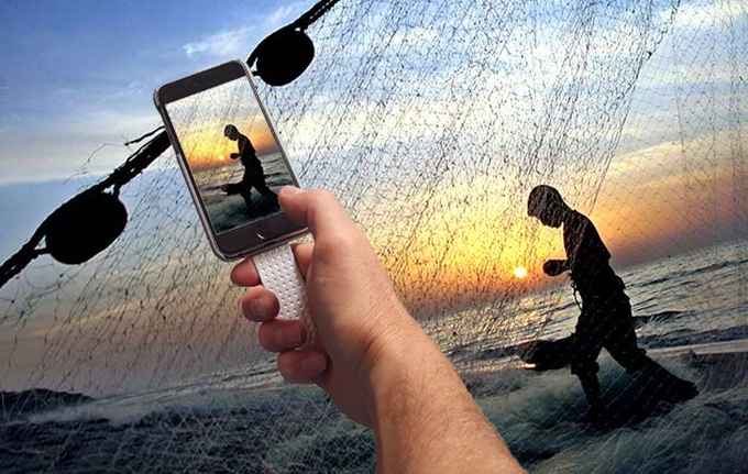 POPSICASE – the World's First iPhone Case Made from Discarded Fishing Net. POPSICASE is the invention of architect, set designer and sculptor, Pablo Erlandsen who developed the case's intuitive aesthetic after trying and failing to take a picture with one hand. After realizing modern smartphones can't be used naturally with single digits, he created a handle to attach to his phone cover. $16 @kickstarter.com